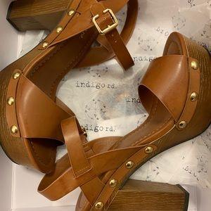Beautiful boho chic heels.